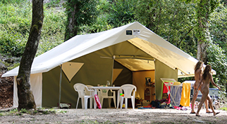 Naturalodge  tent: 4 people -2 20 m²roomsanda 10 m² sheltered terrace, without water or electricity
